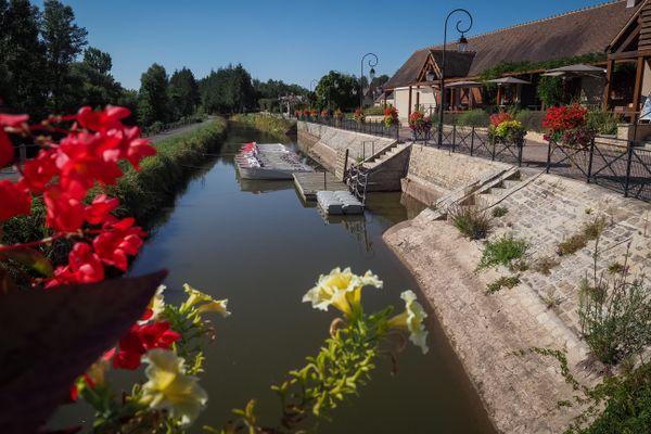 Le Canal de Berry à Drevant, dans le Cher. Image d'illustration.