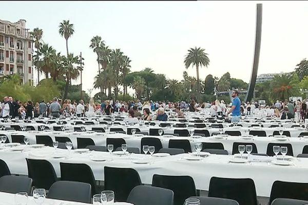 """6200 convives sont rassemblés autour de Christian Estrosi ce soir place Masséna à Nice pour le banquet """"Lou Festin Nissart""""."""