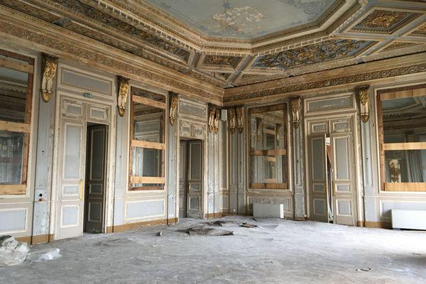 Les moulures et décors de l'hôtel de ville seront copiés pour être reproduits à l'identique.
