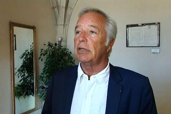 Le sénateur-maire PS de Dijon, François Rebsamen, à la mairie de Dijon (archives)