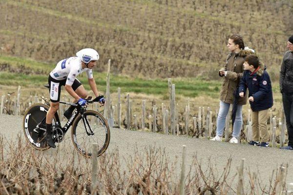 Julian Alaphilippe endosse le maillot de leader à l'issue de la 4è étape