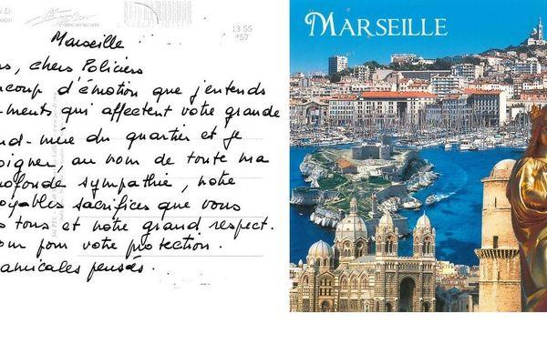 La carte postale d'une mamie de Marseille a ému les policiers.