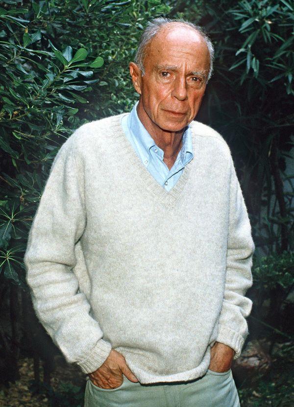 Photo datée du 17 octobre 1985 du prix Nobel de littérature 1985 Claude Simon à Salses-le-Château.
