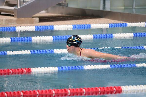 Cléo concentrée, pendant son épreuve 4 nages à Vichy