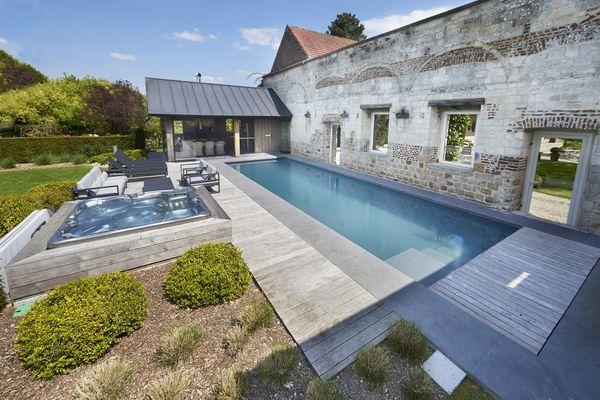 Exemple d'ensemble piscine et spa proposé par un pisciniste