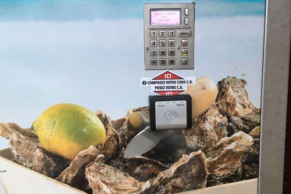 Distributeur automatique d'huîtres à Bouzigues (Hérault), détail