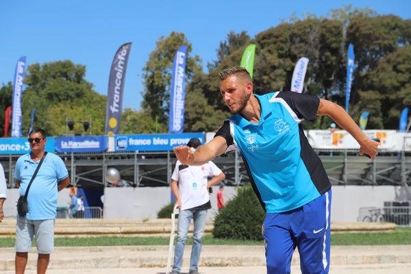 Tyson Molinas s'est qualifié très facilement et rapidement pour les 8e de finale de cette 59e édition de la Marseillaise à pétanque.