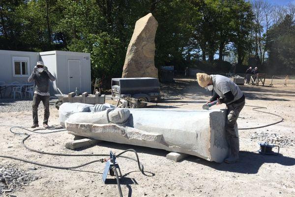 Un nouveau chantier a démarré début mai à la Vallée des Saints. Cinq nouvelles statues doivent voir le jour d'ici la fin du mois.