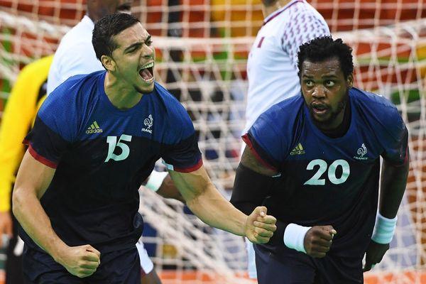 Le Montpelliérain Mathieu Grébille (à gauche) avec Cédric Sorhaindo lors de la belle victoire des Bleus 35-20 face au Qatar - 9 août 2016