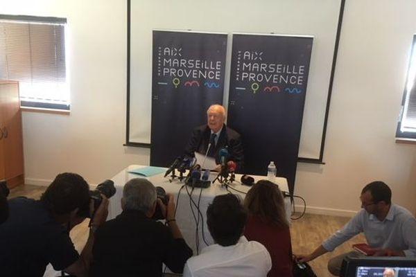 Jean-Claude Gaudin devant la presse au siège de la métropole Aix-Marseille