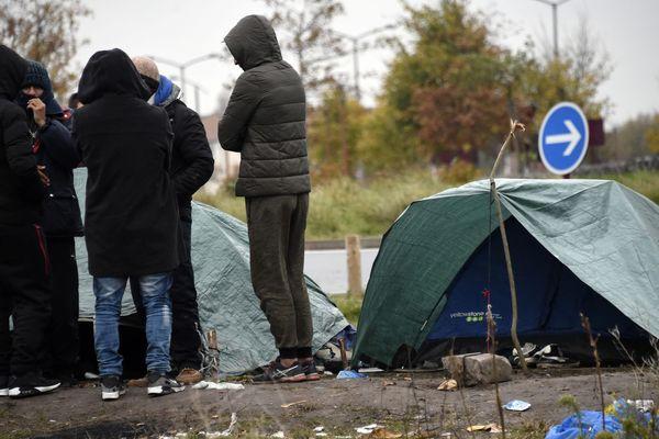 """Les associations vont marcher à l'appel de plusieurs ONG pour demander une enquête sur """"les atteintes aux droits"""" des migrants."""