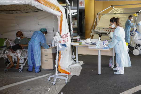 240 soignants partent ce mardi pour prêter main forte aux hôpitaux des Antilles.