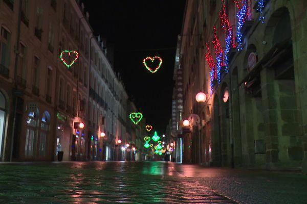 Le centre-ville de Rennes, vide, le soir du réveillon 2020.