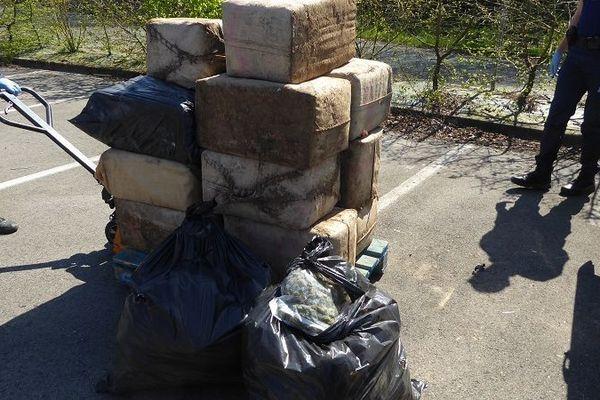 466 kgs de cannabis et 16 kgs d'herbe, la saisie opérée par les douaniers d'Hendaye.