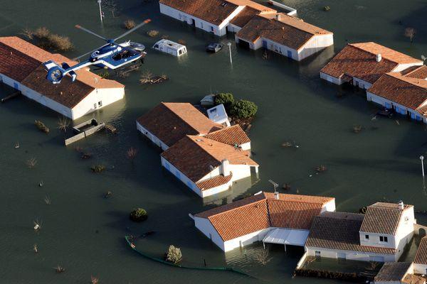 Le 28 février 2010 poussée par la tempête Xynthia la mer envahissait la commune de La Faute-sur-Mer, faisant 29 morts