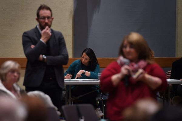 Croix, le 20.02.2019. Grand debat national a la salle Dedecker.