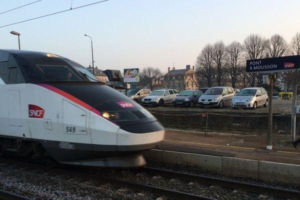 Ce TGV s'est arrêté tôt ce matin en gare de Pont-à-Mousson pour transporter des passagers en attente de rame TER jusqu'à Nancy.