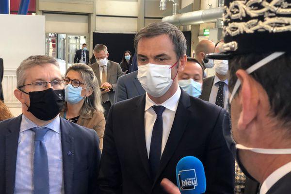 Olivier Véran en visite à Grenoble pour l'inauguration du vaccinodrome d'Alpexpo