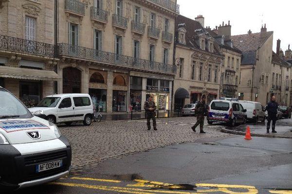 Le quartier Notre-Dame, à Dijon, a été évacué en raison d'une alerte à la bombe lundi 27 avril 2015 en fin d'après-midi.