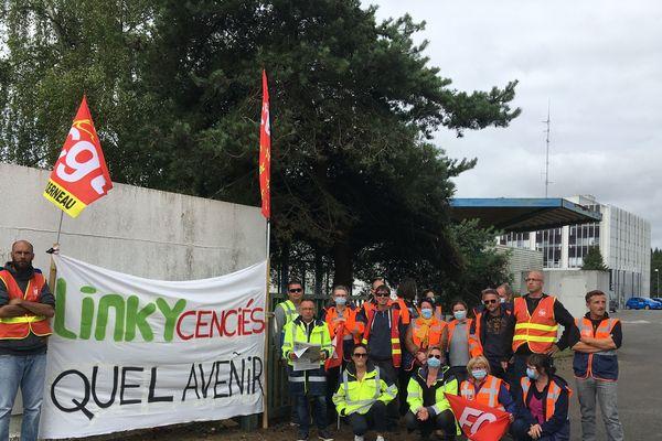 Les salariés de Solutions 30 manifestent devant Enedis St Brieuc