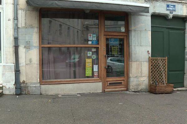 Le bar Le Marulaz est situé en centre-ville de Besançon.
