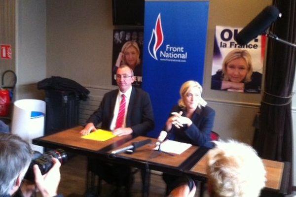 Marine Le Pen devant la presse avec Gilles Pennelle, secrétaire 35 du FN et candidat aux municipales de Fougères.