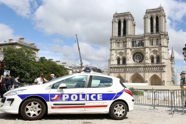 Le 6 juin 2017, 3 policiers sont attaqués au marteau sur le parvis de la cathédrale Notre-Dame de Paris.
