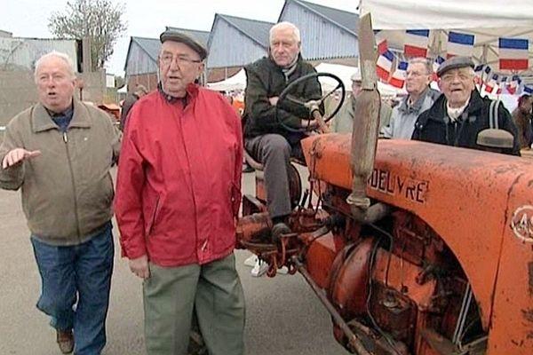 Ce week-end les tracteurs de la marque Vendeuvre-Allis-Chalmers se rassemblent au parc du talou à Dieppe.