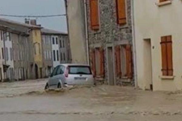 Des pluies diluviennes se sont abattues sur Roquefeuil (Aude).