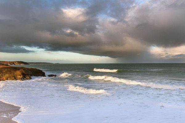 Petit matin tourmenté sur la plage de Plévenon-Fréhel (22)