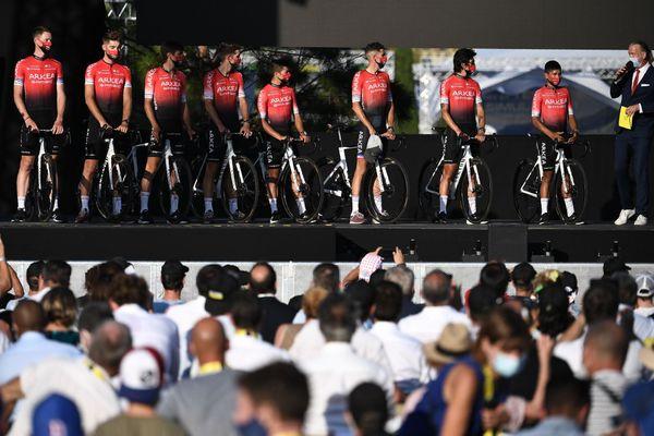 L'équipe Arkéa-Samsic avec son leader Nairo Quintana lors de la présentation des équipes avant le départ du Tour de France - 27/08/2020