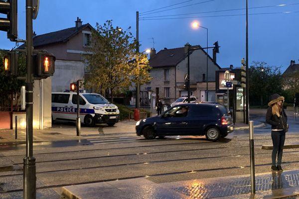 La police avait mené une perquisition sur l'avenue de Laon, à Reims (Marne), tôt le matin du mardi 6 octobre 2020.