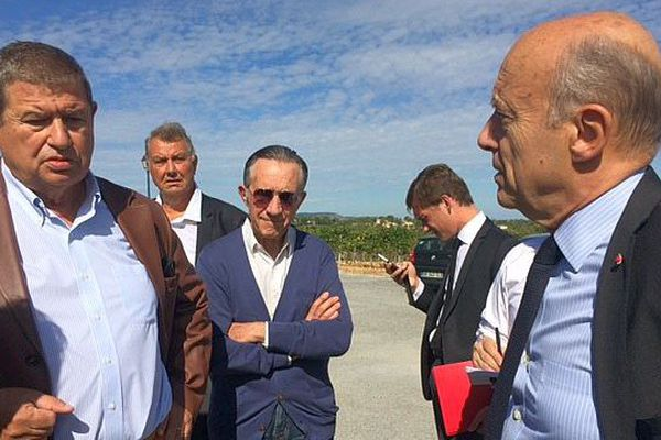 Montpellier - Alain Juppé, candidat à la primaire de la droite et du centre avec Gérard Bru le propriétaire du Château Puech-Haut - 27 septembre 2016.