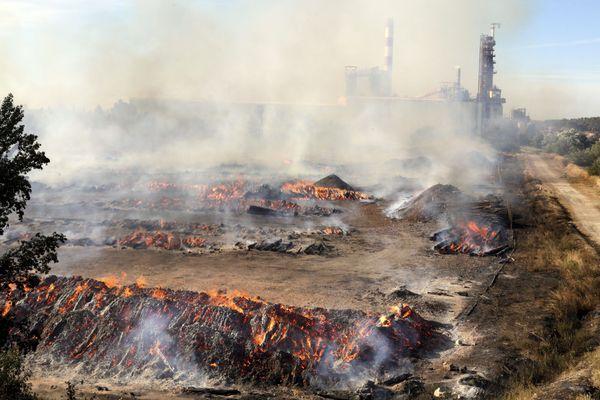 06/08/2016 Tarascon Incendie a Fibre excellence Une usine de bois de Tarascon ravagée par un gigantesque incendie