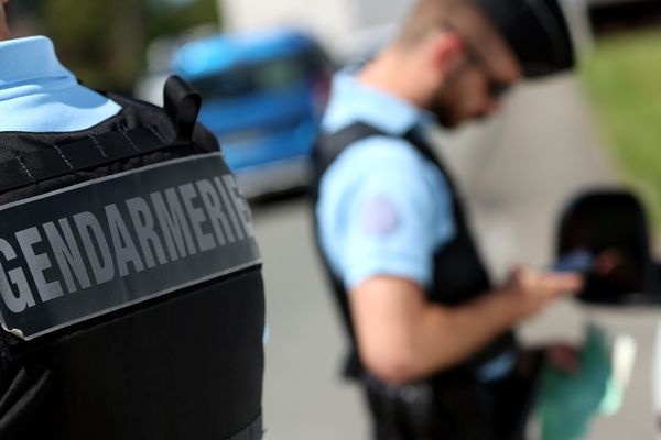Le permis de conduire du motard, flashé à 167 km/h à Mathay, (Doubs) a été confisqué dans l'attente d'une décision judiciaire.