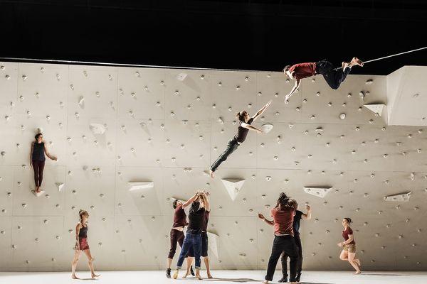 """Photo de répétition du spectacle """"Corps extrêmes"""" de Rachid Ouramdane"""