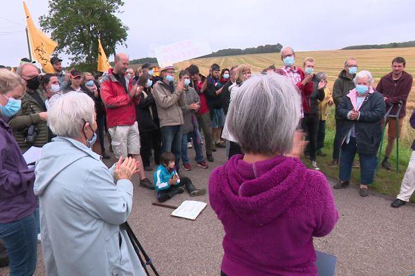 Parmi les manifestants contre le projet d'unité de méthanisation à Grandvelle, plusieurs habitants s'inquiètent des risques sanitaires et environnementaux.