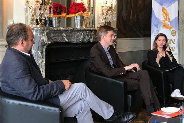 Mathieu Klein, le nouveau maire PS de la ville (au centre), Bertrand Masson, son adjoint à la culture et Marie-Madeleine Rigopoulos, commissaire générale du Livre sur la Place, à l'occasion de la présentation de l'édition 2020 du Livre sur la place, jeudi 16 juillet à Nancy.