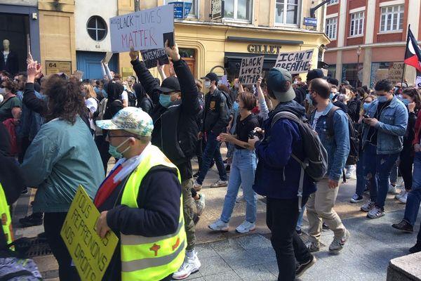 Manifestation contre les violences policières et le racisme à Metz, samedi 06 juin 2020.