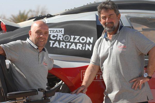 Philippe Croizon et le préparateur de son bolide de course : Yves Tartarin.