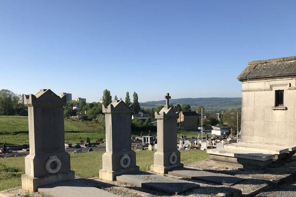A Sedan dans les Ardennes, le maire a décidé de rouvrir ce cimetière après 40 jours de confinement