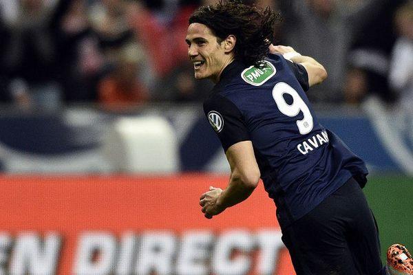 Cavani a libéré Paris à la 65e minute de la finale de la Coupe de France.