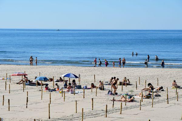 Début du déconfinement à la Grande Motte : réservation obligatoire pour maintenir la distanciation sur le sable.