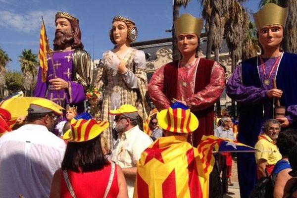 """Les gegants très colorés réclament eux-aussi l'appellation """"Pays catalan""""!"""