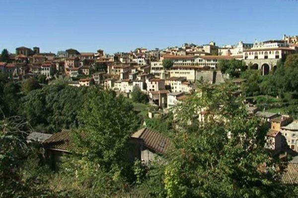La municipalité de Thiers (Puy-de-Dôme) se dit prête à accueillir immédiatement deux à trois familles de réfugiés.