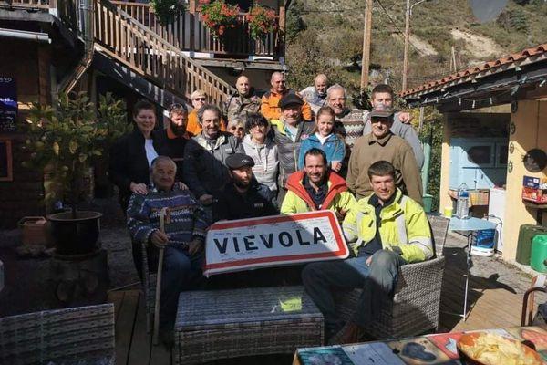 Dans sa vidéo, Mathieu Bellantoni rend notamment hommage aux bénévoles venus aider depuis un an dans les vallées.