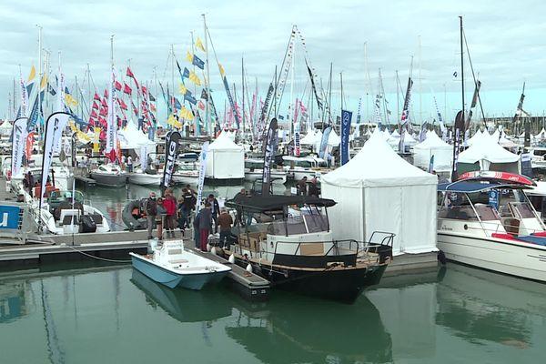 Pour cette édition 2021 du Grand Pavois, 100 000 m2 et 3 km de pontons d'exposition sont proposés aux visiteurs.