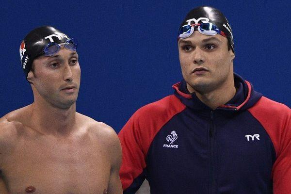 Visages fermés pour Fabien Gilot et Florent Manaudou après leur médaille d'argent en relais 4x100.