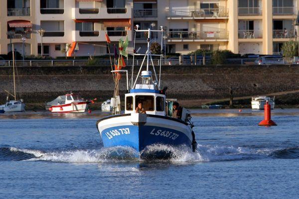 Départ pour la pêche à la sardine du port de Saint-Gilles-Croix-de-Vie