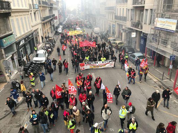 Les manifestants ont ensuite pris le cours Lieutaud.